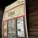 Photo taken at Kedai Kopi Espresso Bar by Vera P. on 2/21/2015