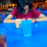 Photo taken at Restoran Fazlina Maju by Zulhilmi T. on 7/24/2013