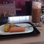 Photo taken at ระเบียงสบาย (Library Café) by Nichada S. on 6/29/2012