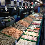 Photo taken at Maine Avenue Fish Market by Helen V. on 11/4/2012