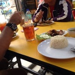 Photo taken at Restoran Hameed's by Zack Z. on 1/15/2014