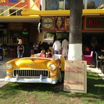 Photo taken at Big Yellow Taxi / Benzin Cafe Işıklar by Mehmet G. on 10/16/2013