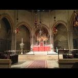 Foto tirada no(a) The Church of St. Mary the Virgin por Cesar A. em 1/11/2015