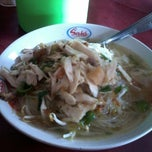 Photo taken at Warung Soto Ayam Solo by Nuriie B. on 4/8/2013