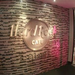 Photo taken at Hard Rock Cafe Berlin by Davy D. on 4/6/2013