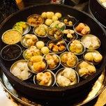 Photo taken at Bee San Coffee Shop 美山餐室 by Chaddy N. on 10/17/2014