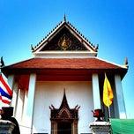 Photo taken at วัดปรมัยยิกาวาสวรวิหาร (Wat Poramaiyikawas Worawihan) by OAO B. on 1/19/2013