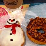 Photo taken at Krispy Kreme Doughnuts 渋谷シネタワー店 by Makiko W. on 12/22/2011