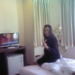 Photo taken at 24 @ Home Hotel by ประไพพิศ บ. on 12/2/2013