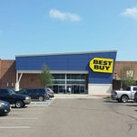 Photo taken at Best Buy by Jason R. on 8/14/2013