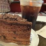 Photo taken at Café DoiTung (คาเฟ่ ดอยตุง) by Pagboong on 6/15/2013