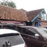 Photo taken at Rumah Makan Warung Jeruk by Nandang P. on 12/28/2014