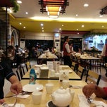 Photo taken at King Bee Chinese Restaurant by Arrhenius L. on 4/13/2013
