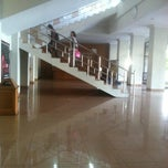 Photo taken at Lantai 1 Lobby Fisip UPN Veteran by Billy M. on 3/26/2013
