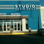 Photo taken at Studio Movie Grill by Zignat A. on 5/25/2013