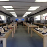Photo taken at Apple Store, Bridge Street by Doran A. on 10/9/2012