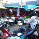 Photo taken at ตลาดสดราชพัสดุ กรมธนารักษ์ by kannawas S. on 2/24/2013