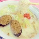 Photo taken at 雅阁素食馆 by Lynn Y. on 7/18/2014