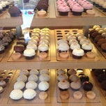 Photo taken at Sprinkles Cupcakes by Emily O. on 7/22/2013
