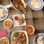 Photo taken at Sweet Lemongrass Restaurant Pandan by Muin M. on 5/11/2014