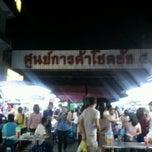 Photo taken at ตลาดโชคชัย 4 (Chok Chai 4 Market) by SteveY N. on 3/22/2013