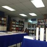 Photo taken at Librería Jurídica Expolibros by Gonzalo C. on 1/10/2013