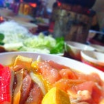 Photo taken at อร่อยจังหมูจุ่ม by LIPBEAU .. on 4/19/2014