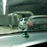 Photo taken at Bali Wisata Automatic Car Wash by Ondessy P. on 10/12/2014