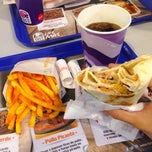 Photo taken at Taco Bell (C.C. Islazul) by Omar T. on 12/14/2014