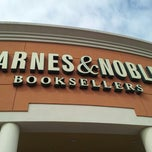 Photo taken at Barnes & Noble by Luis G. on 10/15/2012