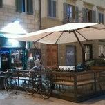 Photo taken at The Fiddler's Elbow - Irish Pub by Flavio P. on 12/2/2012