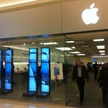 Photo taken at Apple Store, Mall of America by Alan H. on 11/1/2012