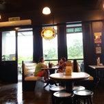 Photo taken at OldTown White Coffee by hfzyusra on 5/4/2015