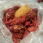 Photo taken at Hot 'n' Juicy Crawfish by Rae M. on 9/4/2012