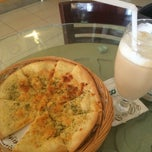 Photo taken at EXCELSO Café by Rhea Z. on 10/24/2014