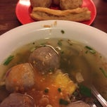 Photo taken at Baso Malang Enggal by Chelsea on 3/10/2015