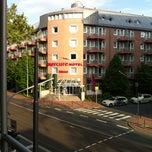 Photo taken at Mercure Hotel & Residenz Frankfurt Messe by Gilberto C. on 5/19/2012
