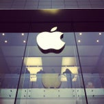 Photo taken at Apple Store, Sainte-Catherine by Cliff P. on 12/6/2011