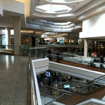 Foto tirada no(a) Woodfield Mall por Dave em 2/25/2012