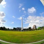 Photo taken at Tugu Pahlawan by City of Heroes on 4/19/2012