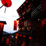 Photo taken at 九份老街 Jiufen Old Street by Kueihua G. on 8/22/2011