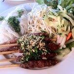 Photo taken at Xe Lua Vietnamese Cuisine 火車頭 by Muay T. on 3/14/2012