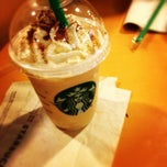 Photo taken at Starbucks (สตาร์บัคส์) by pretzpoii🎈 on 4/18/2012