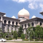 Photo taken at Istana Kehakiman (Palace of Justice) by Awi A. on 12/13/2011