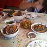 Photo taken at Ekits Food Haus (Pocherohan) by Vanessa T. on 7/9/2012