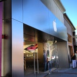 Photo taken at Apple Store, Los Gatos by Breno M. on 6/13/2012