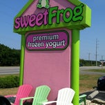 Photo taken at Sweet Frog Frozen Yogurt by Chyane N. on 6/20/2012
