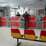 Photo taken at ไปรษณีย์ รองเมือง (Rong Mueang Post Office) by Misa C. on 11/2/2011