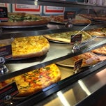 Photo taken at Tomato Pie Pizza Joint by Jeanne K. on 5/9/2012