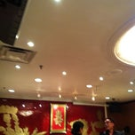 Photo taken at Golden Court Abalone Restaurant 黃金閣鮑翅海鮮酒家 by Jennifer C. on 6/17/2012
